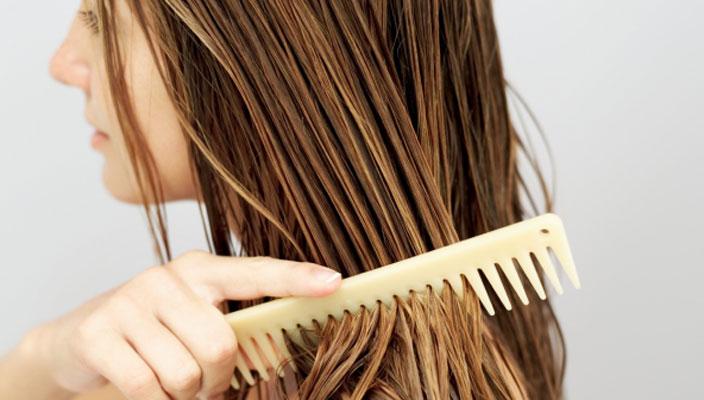Sử dụng lược thưa - cách trị rụng tóc